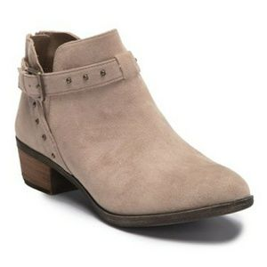 NWOB Abound beige suede ankle booties